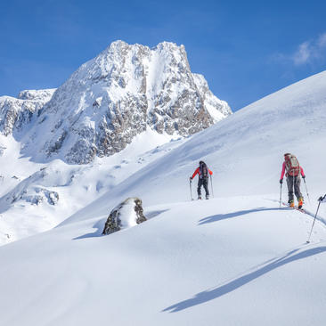 Enjoy ski touring in the Pyrenees